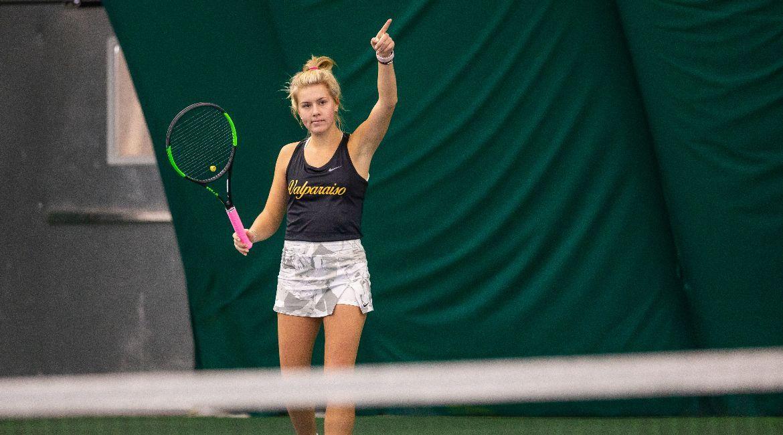 Olivia Czerwonka, Allison McConnell Pick Up Singles Wins Over Butler