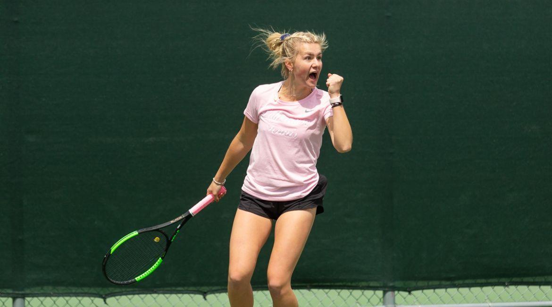 Olivia Czerwonka Earns Singles Win on Saturday