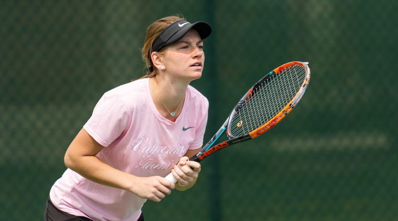 Valpo Wins Doubles Point, Olivia Czerwonka Corrals Singles Victory on Sunday
