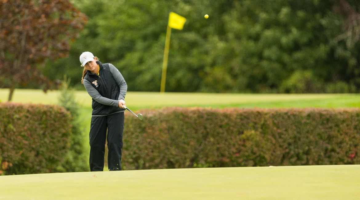 Hodson Leads Valpo on First Day of Diane Daugherty Invite