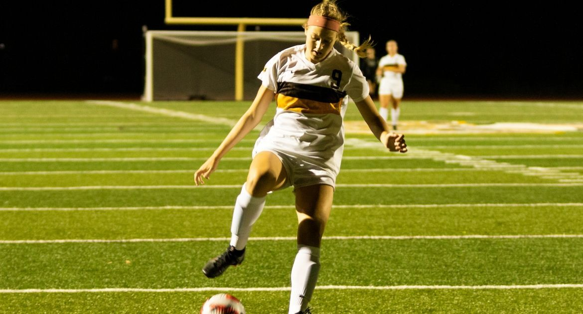 Soccer Continues Winning Streak, Prevails 1-0 at Drake